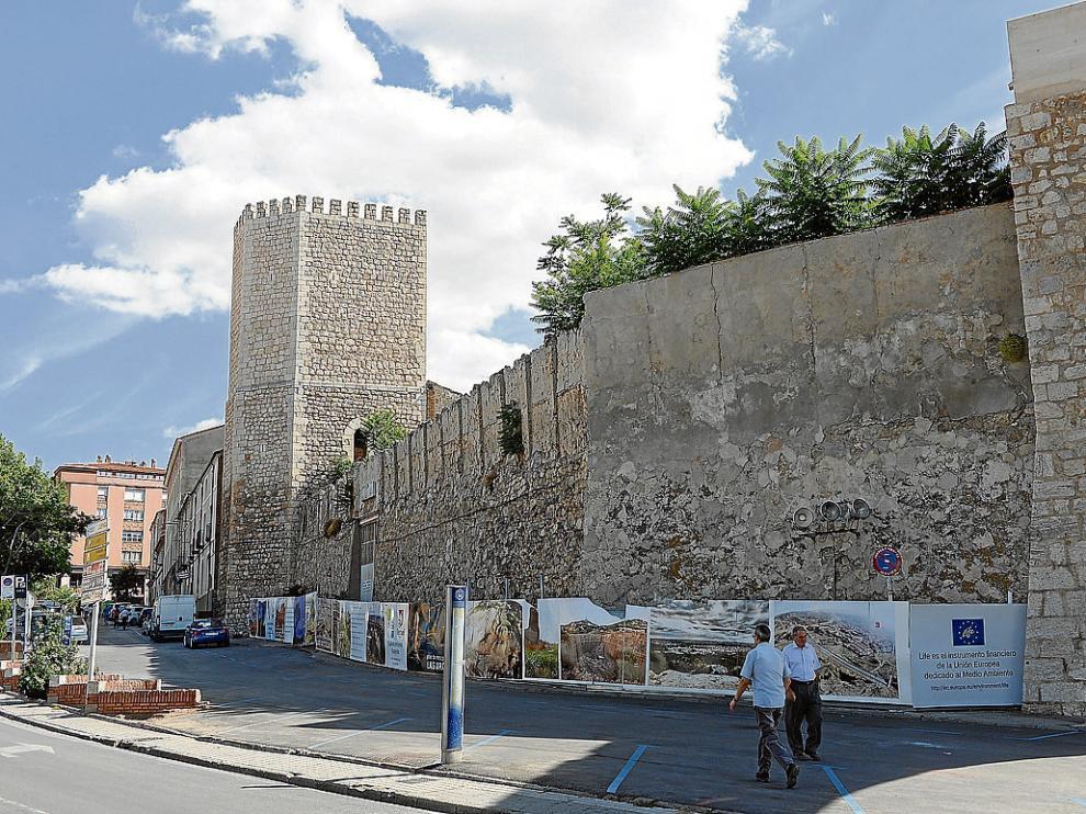 El tramo de muralla a restaurar presenta desconchones y sufre desprendimientos.