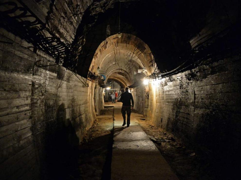 Una de las excavaciones realizadas para buscar el 'tren del oro' nazi.