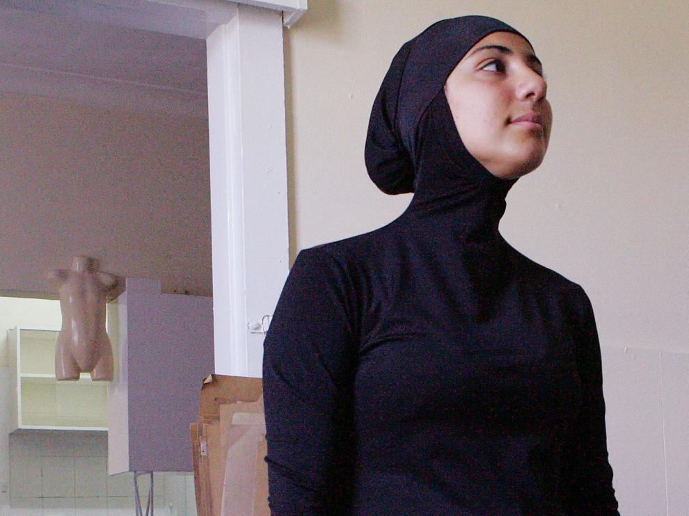 Foto archivo de una modelo llevando burkini