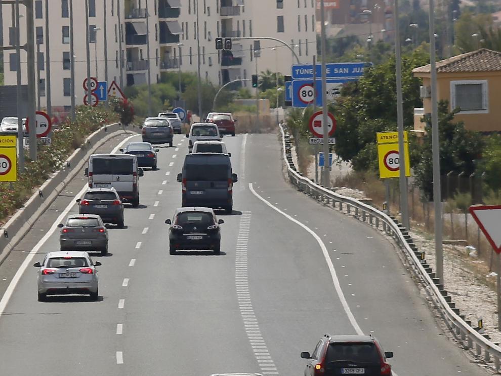 Foto archivo del tráfico durante el puente de agosto