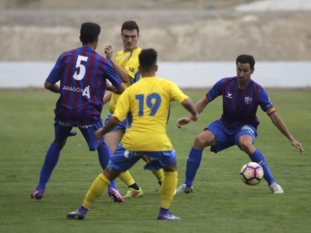El Huesca vence a su filial pensando ya en la liga