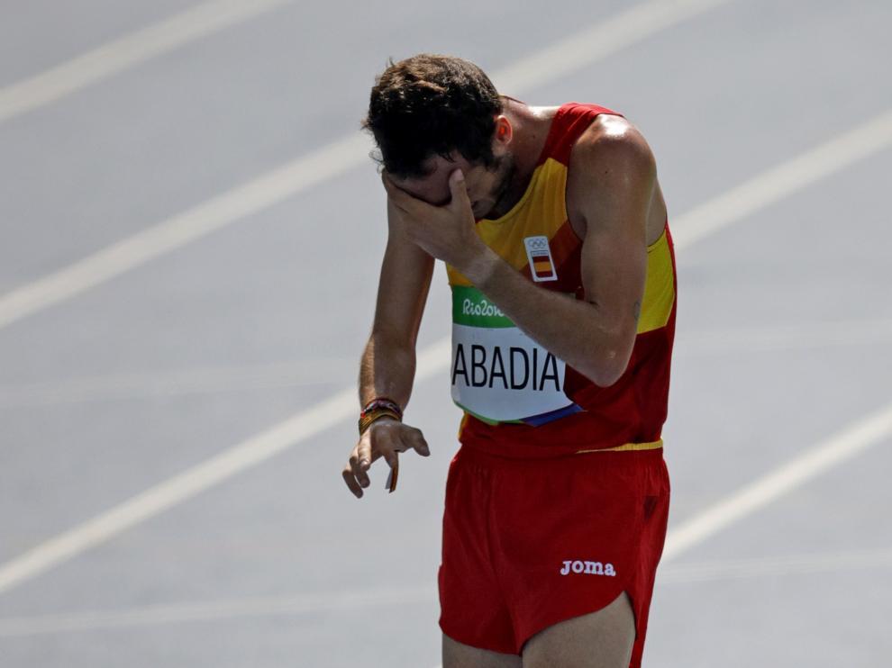 Toni Abadía, desolado tras la carrera que le dejó fuera de la final soñada de los 5.000 metros tras sufrir problemas estomacales.
