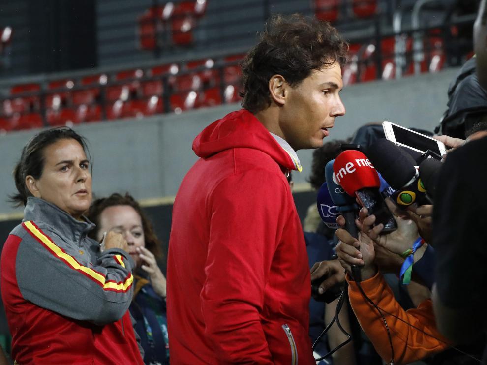 Conchita Martínez, a la izquierda, observa a Rafa Nadal