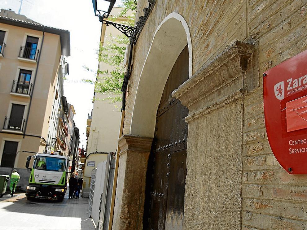 Fachada del centro de servicios sociales de San Pablo, uno de los que gestiona la prestación.