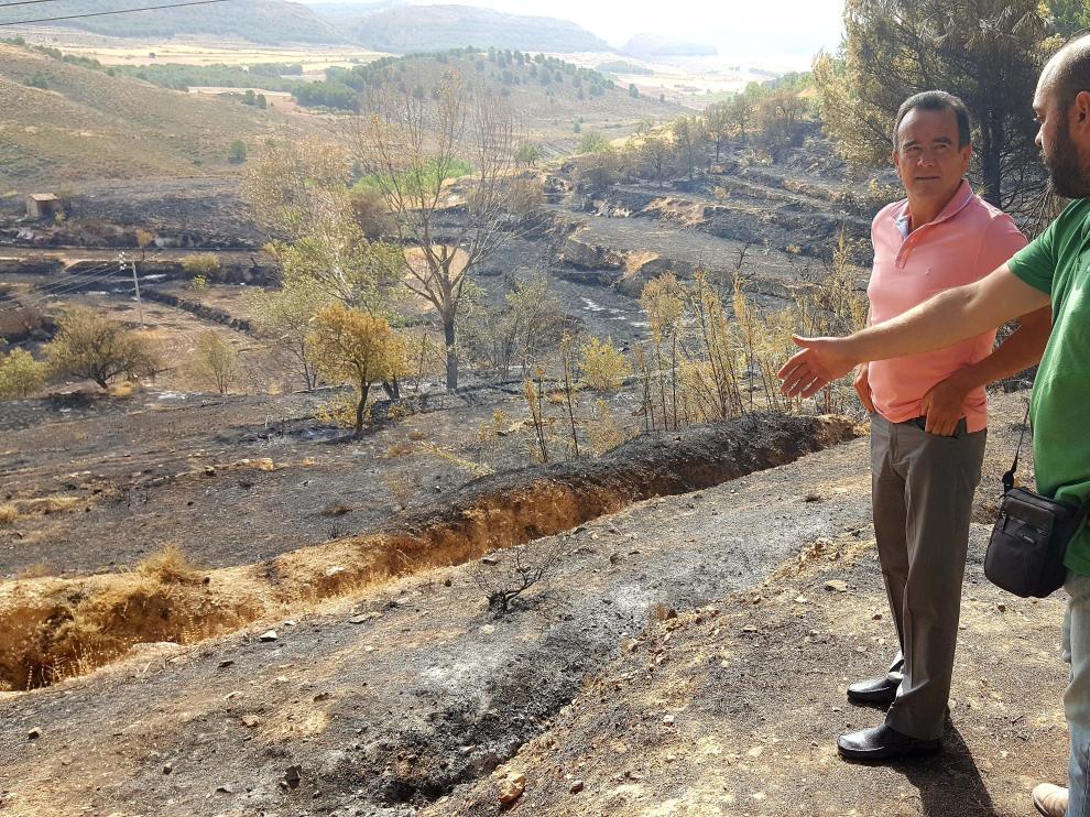 Sanchez Quero y Manuel Peiro junto a la zona afectada