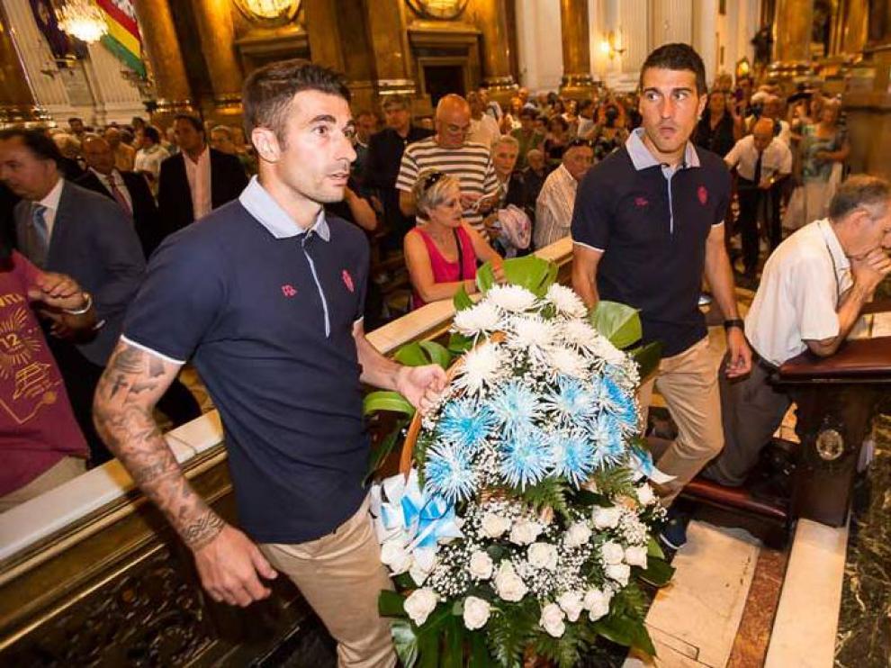 El Real Zaragoza acudió a realizar la tradicional ofrenda a la Virgen de principio de temporada y posteriormente fue recibido en el Ayuntamiento de la ciudad