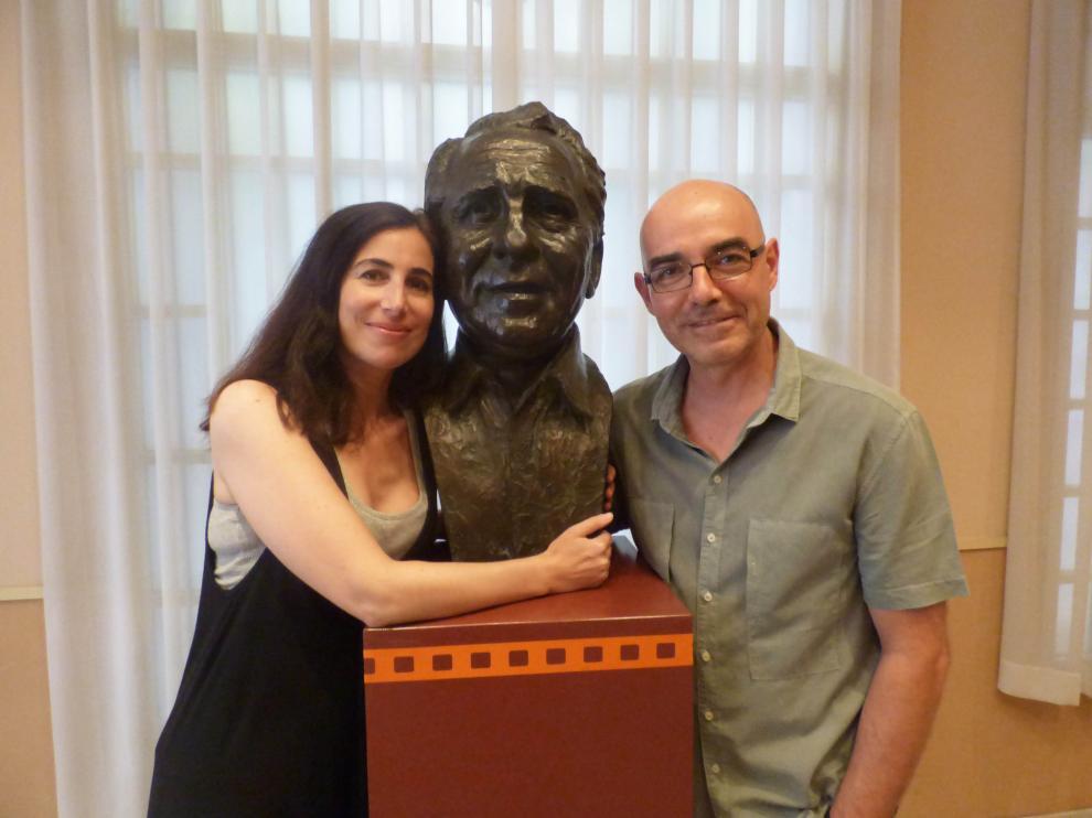 Marina Seresesky, directora de 'La puerta abierta', junto con el productor de la película, Álvaro Lavín.