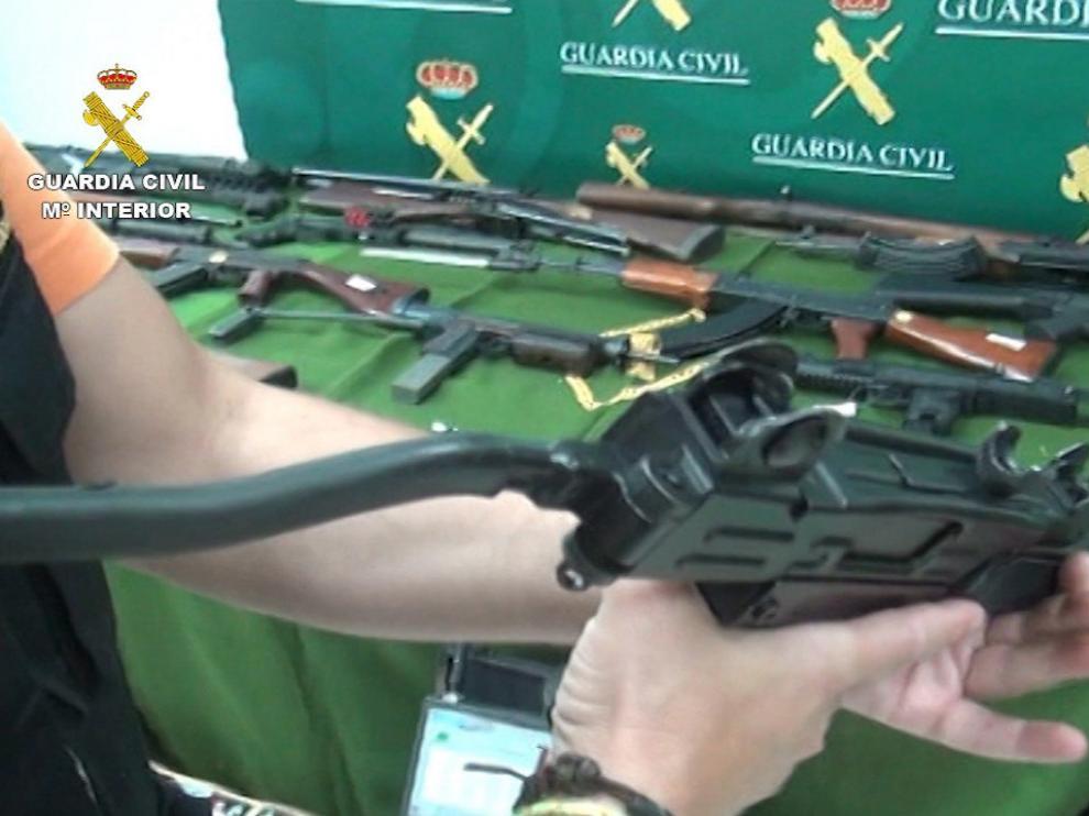 Detenido en Sevilla con 60 armas de fuego y 70 kilos de precursores de explosivos