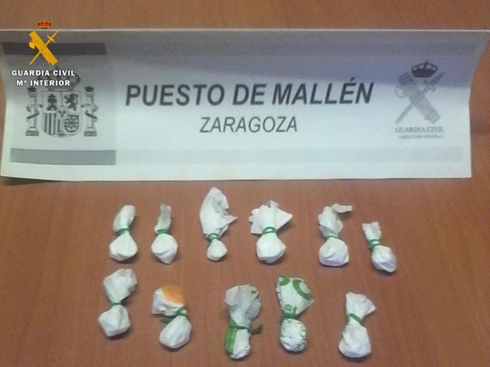 El detenido en Mallén portaba once bolsitas de droga.
