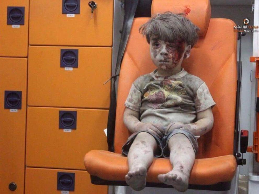 Omran, un niño herido en un bombardeo en Alepo, que ha puesto de nuevo rostro al drama en Siria.