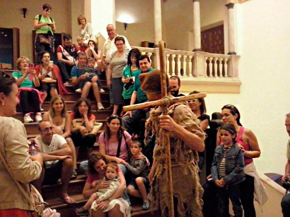 Una escena de la visita teatralizada del Castillo de Illueca.