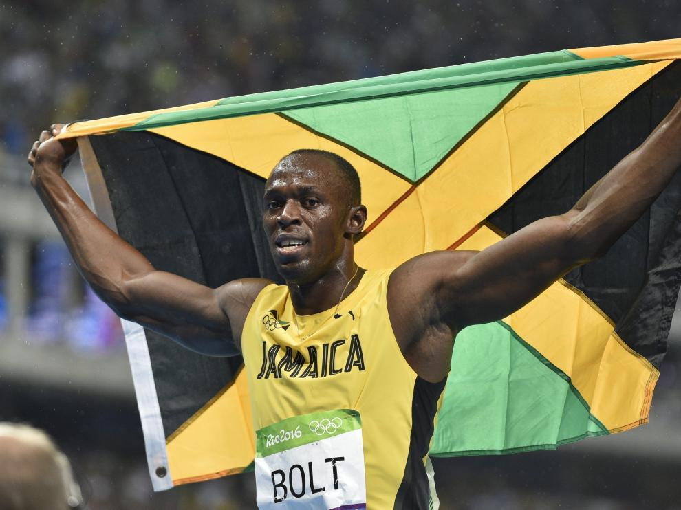 Bolt celebra su victoria en 200 metros.