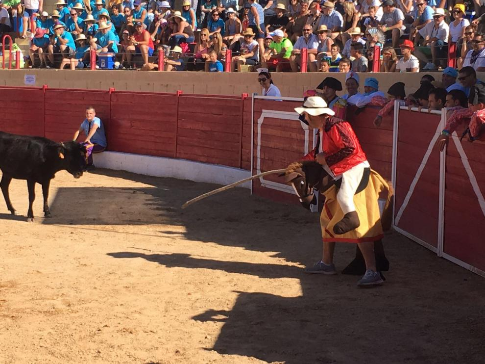 Las cuadrillas simularon una corrida en la plaza de toros de Santa Eulalia del Campo.
