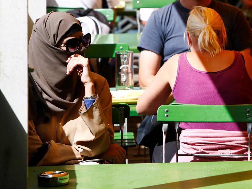 Una mujer con burka en Alemania.