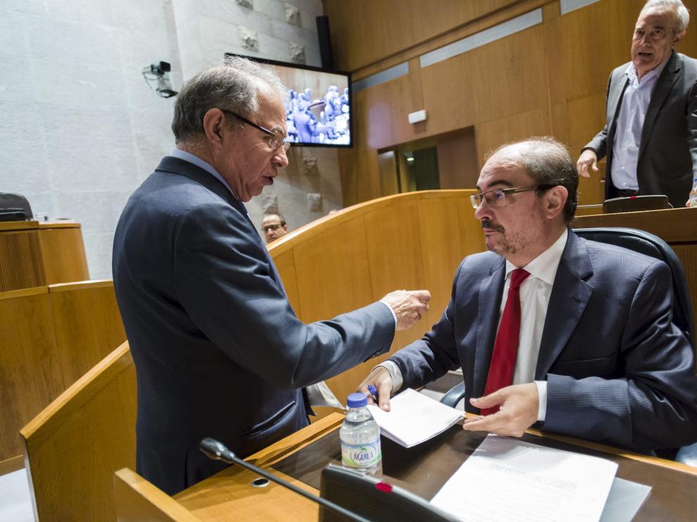 Gimeno y el presidente Lambán, el pasado marzo, en un pleno de las Cortes.