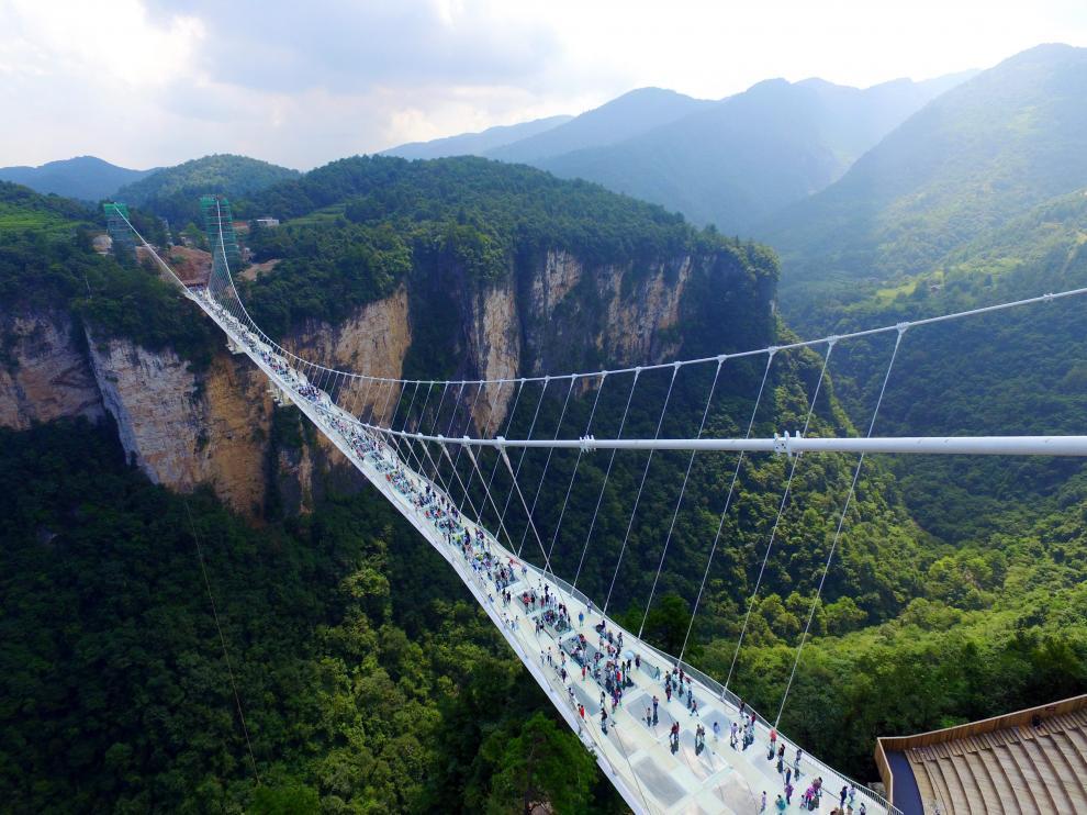 El puente está ubicado en el espectacular parque natural de Zhangjiajie.