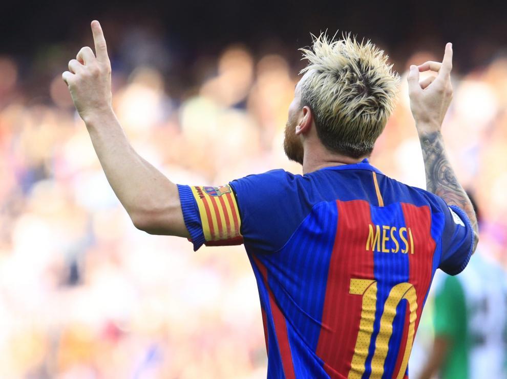 Messi celebra uno de los tantos que le marcó al Betis de Gustavo Poyet.