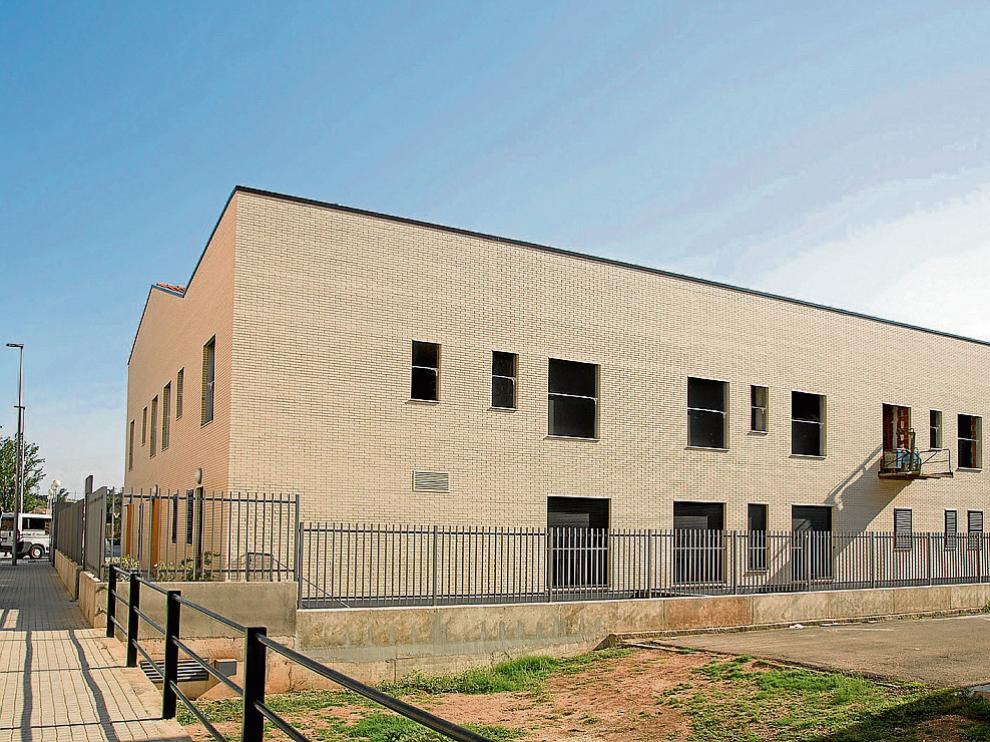El edificio se encuentra en Calatayud junto al centro ocupacional y centro de día de la entidad.