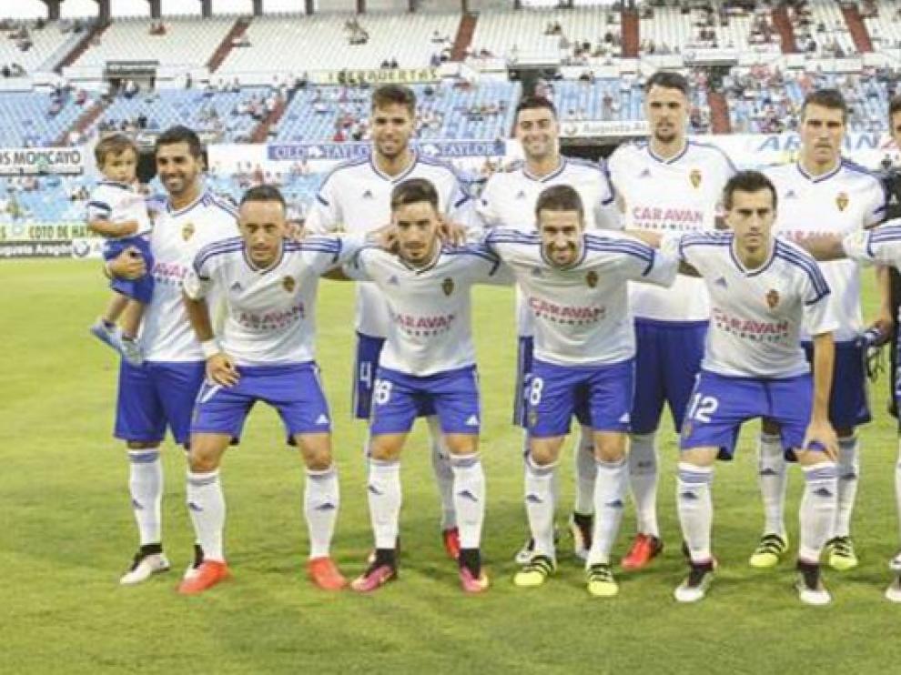 Once inicial del Real Zaragoza el pasado sábado ante el Eibar en el Memorial Carlos Lapetra. Los pantalones aún portaban la publicidad de El Dorado que sí llevarán desde el arranque liguero ante el UCAM Murcia.