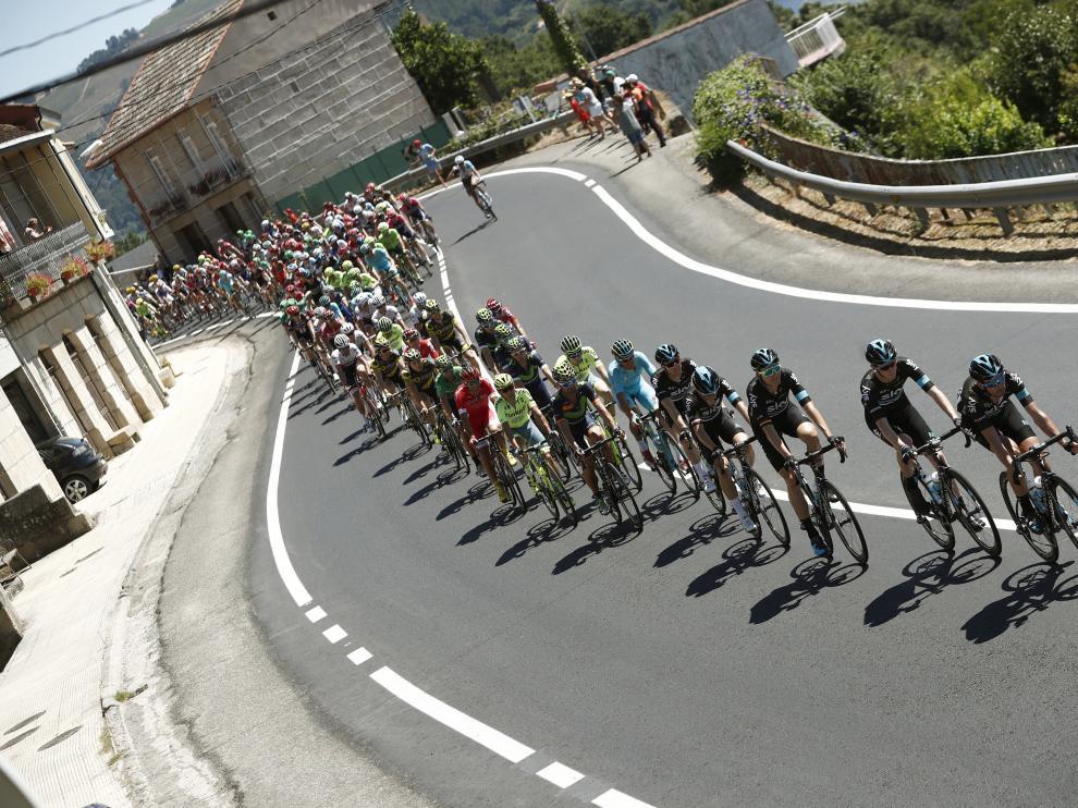 El pelotón en la segunda etapa de la Vuelta ciclista a España 2016