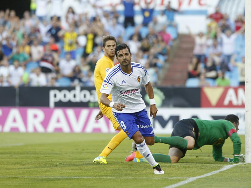 Ángel celebra su primer gol del partido