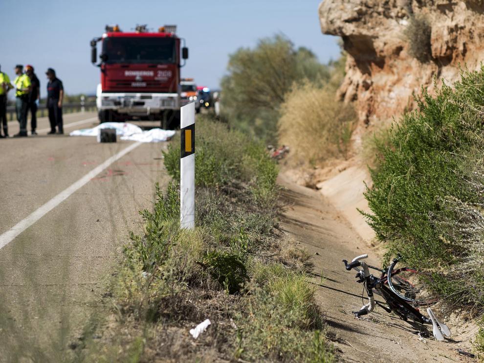 La bici de uno de los atropellados, totalmente destrozada.
