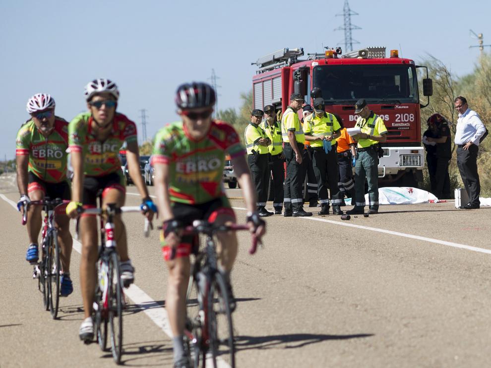 Varios ciclistas circulaban el pasado domingo por la N-330 poco después del atropello mortal.