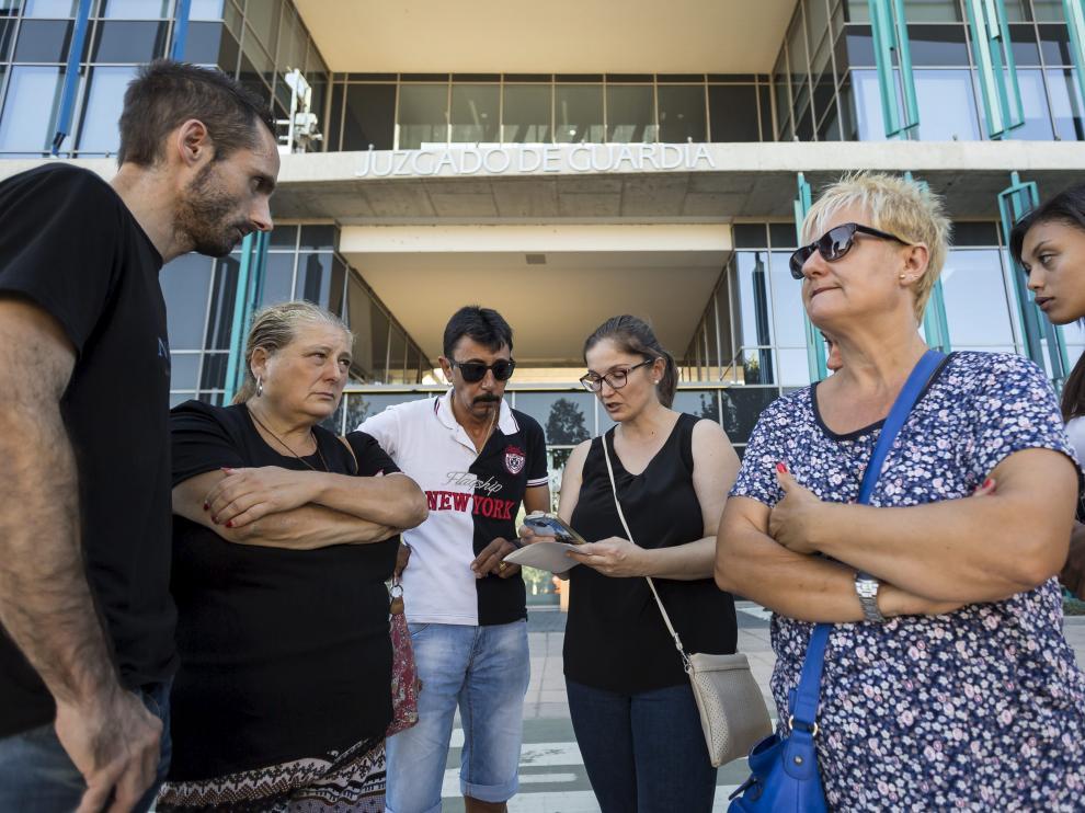 Azucena Urdániz (segunda por la izquierda), viuda de Enrique Comín, con varios familiares.