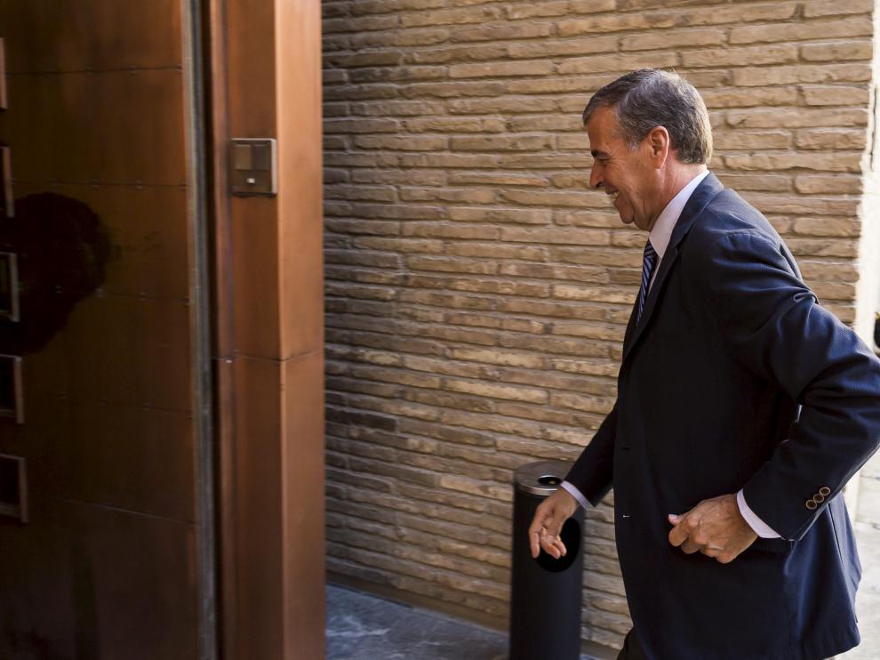 El presidente de las Cortes, Antonio Cosculluela, en el palacio de la Aljafería.