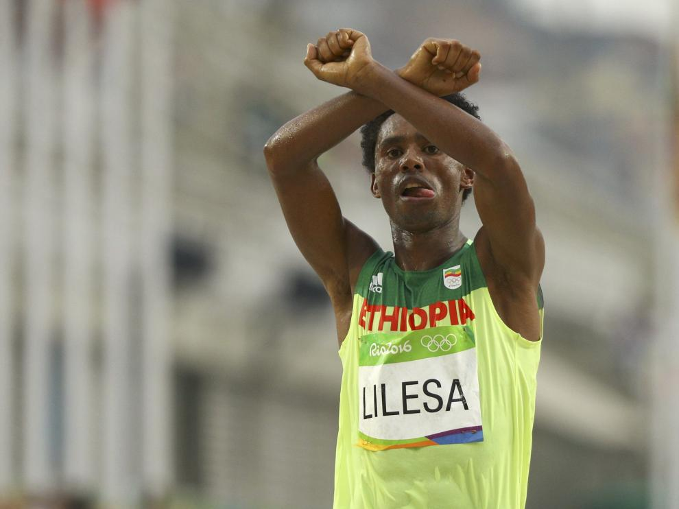 El atleta etíope Feyisa Lilesa pide asilo en Brasil tras los Juegos