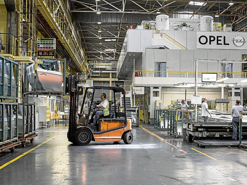 Imagen de la factoría zaragozana de General Motors España en mayo de 2015.