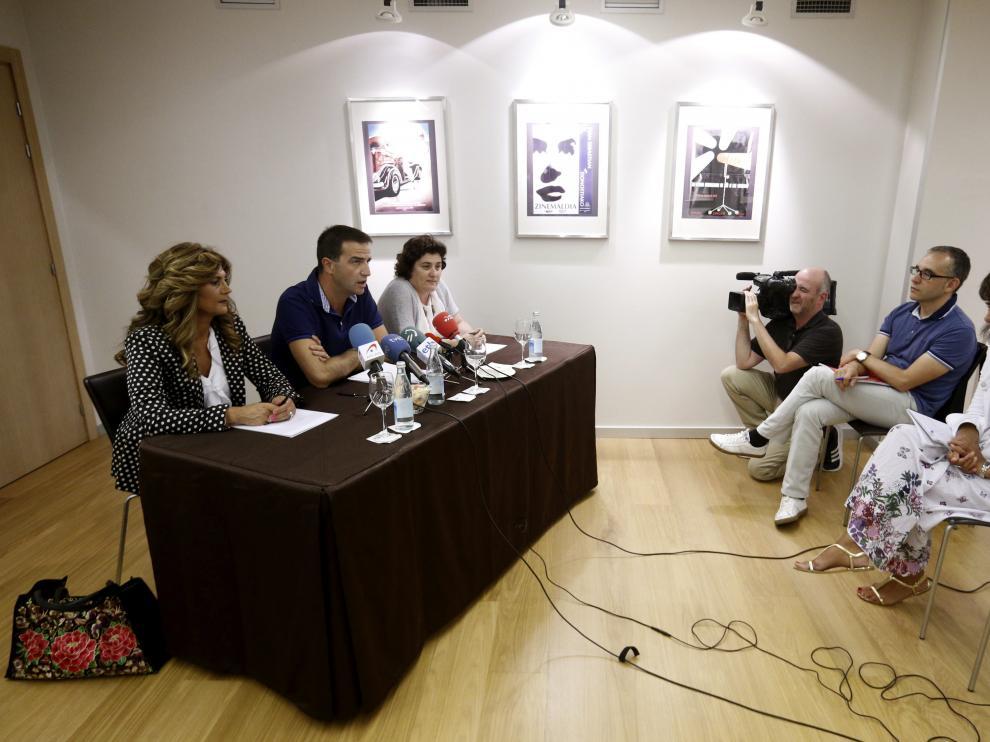 Los dirigentes vascos de UPyD, Gorka Maneiro, Carmen Serrano y Asún Puente en una conferencia en San Sebastián