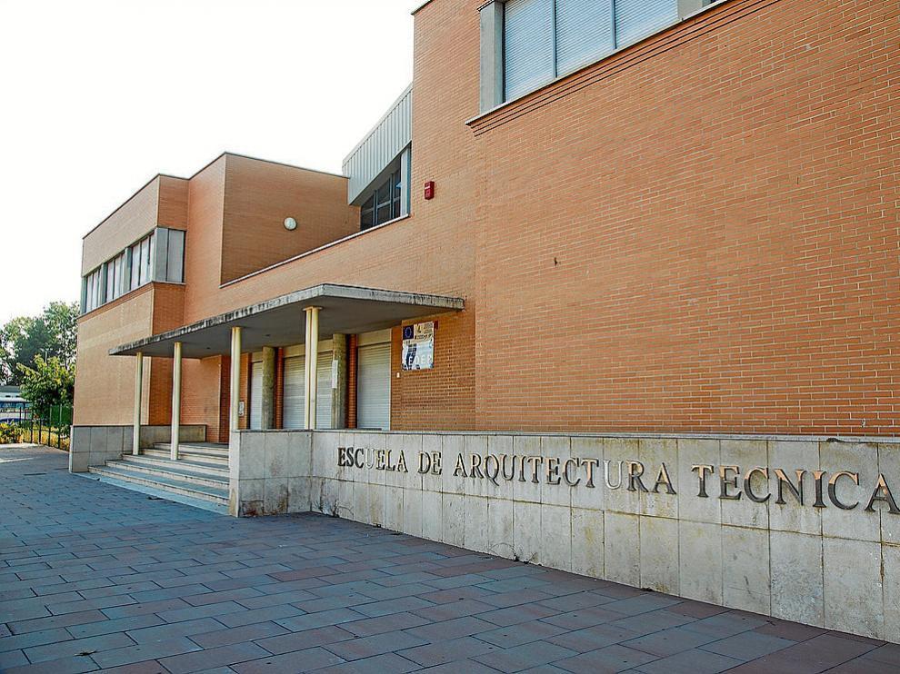 Exterior del centro que podría limitar su actividad académica a partir del próximo curso.