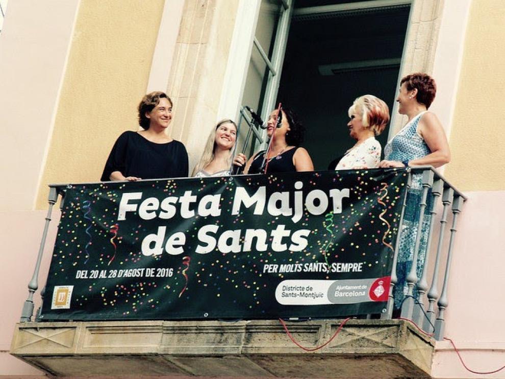 la alcaldesa Ada Colau asiste al pregón inaugural de la Fiesta Mayor de Sants