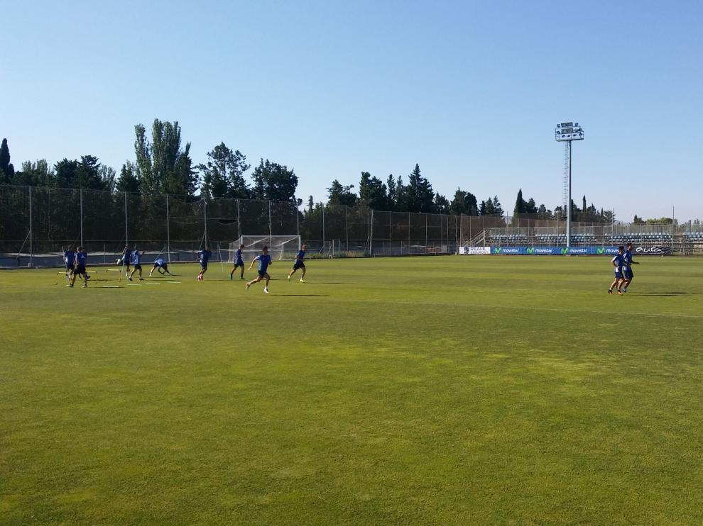 Los jugadores del Real Zaragoza, durante el entrenamiento de este martes