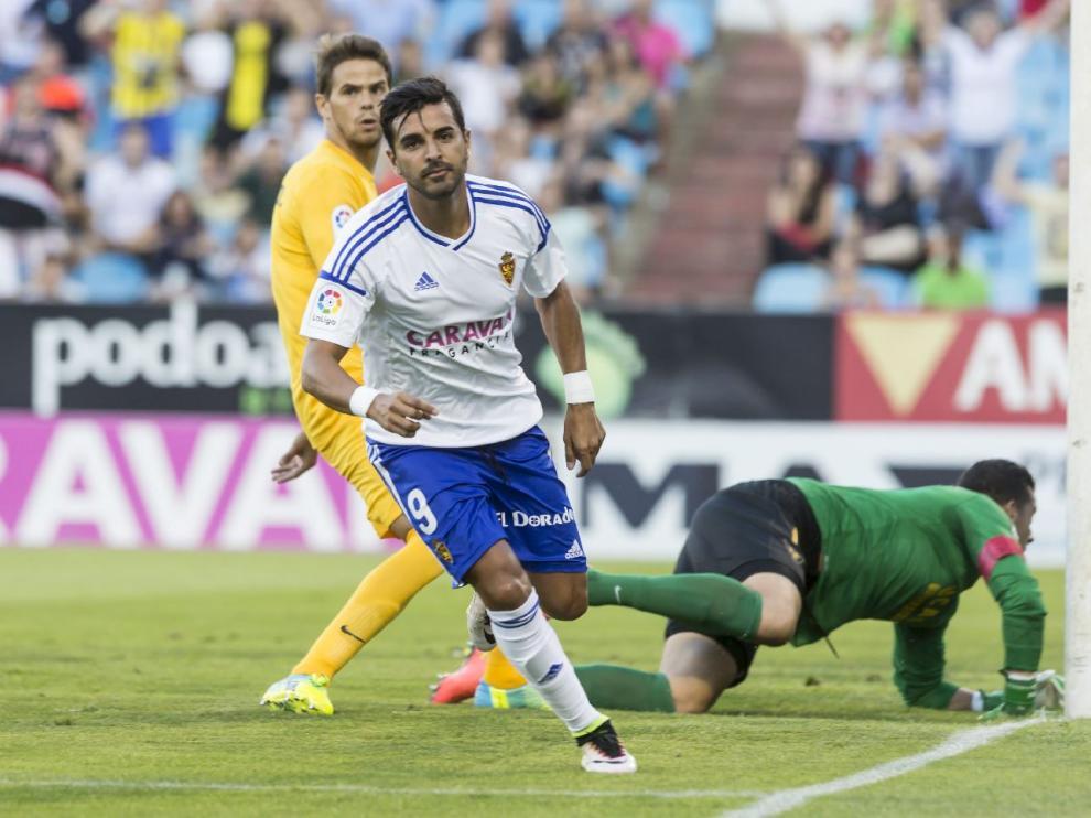 Ángel inicia la celebración del 1-0 ante el UCAM Murcia, el primer tanto del Real Zaragoza en esta temporada.