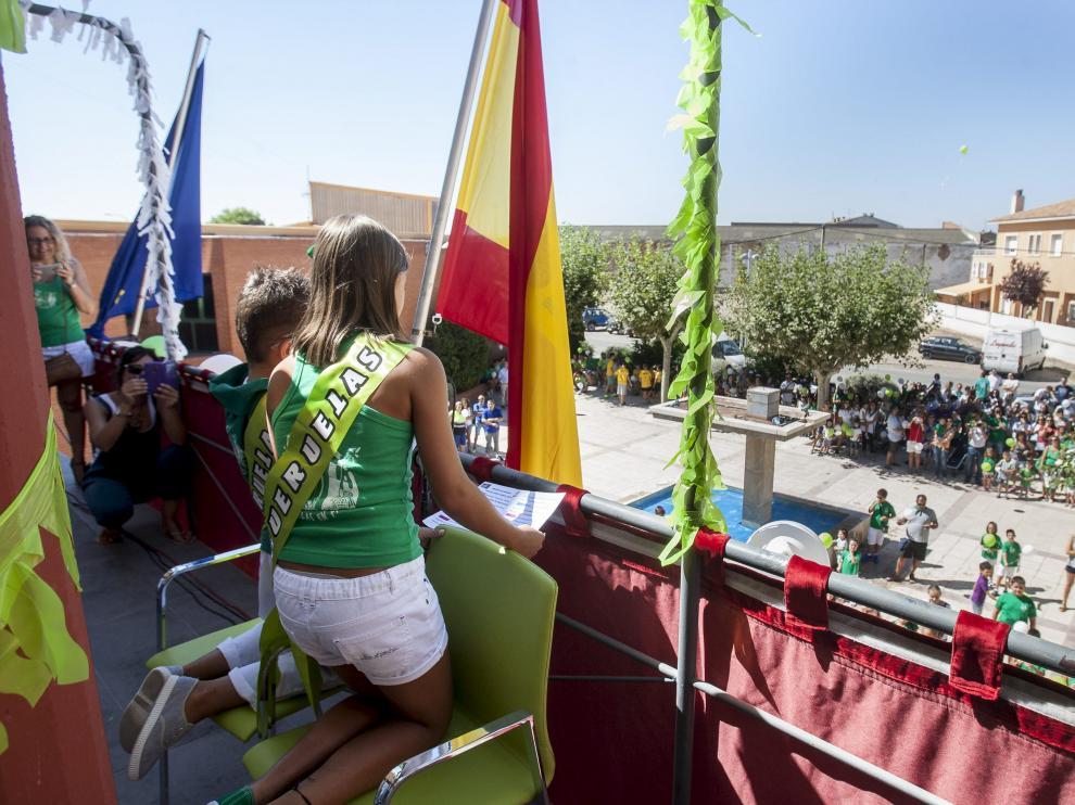 Los alcaldicos, en el balcón del Ayuntamiento, durante el discurso inaugural.