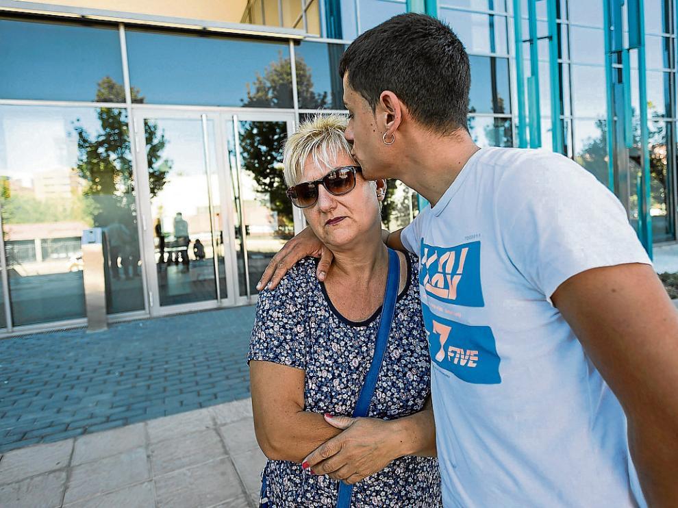 La cuñada de Enrique Javier Comín, Emilia Gutiérrez, muy afectada por lo ocurrido.