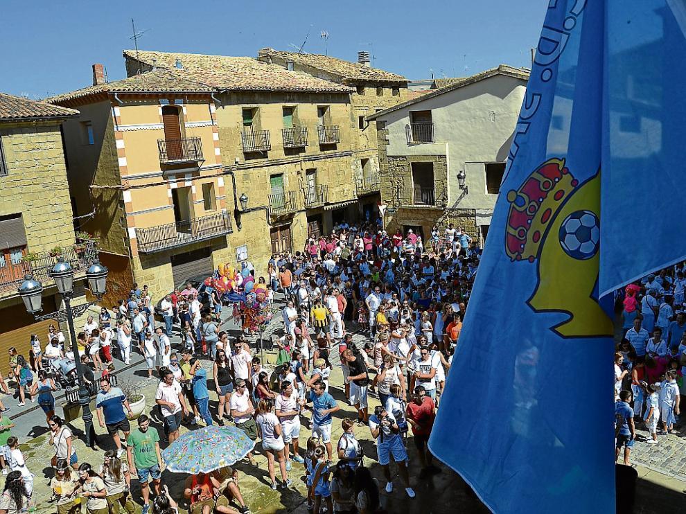 La bandera del CD Sabadense ondeó en el balcón del Ayuntamiento durante el pregón
