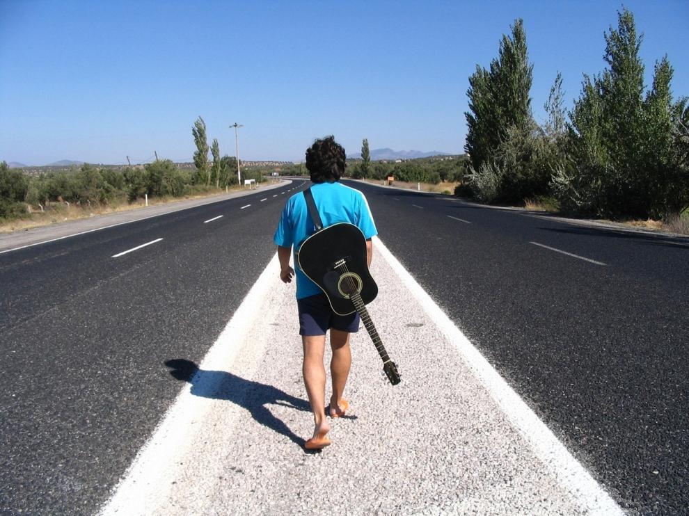 Los músicos recorren la geografía española por carretera poniendo en peligro su vida.