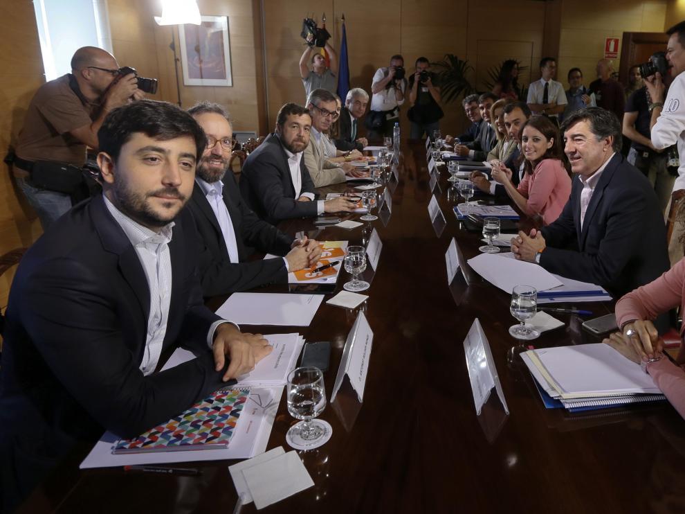 Imagen de la reunión mantenida este martes entre PP y Ciudadanos.