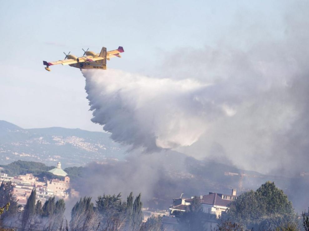 El fuego arrasa 50 hectáreas en Roma y obliga a evacuar  una residencia y un convento