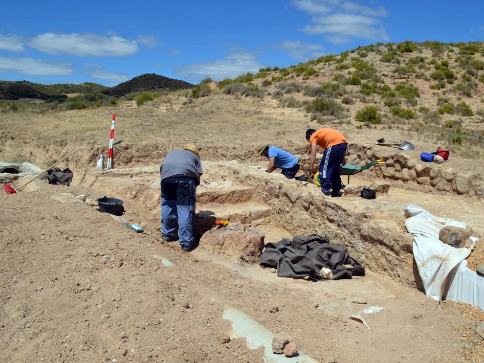 Miembros del CET trabajando en el yacimiento.