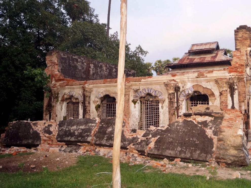 Un templo queda devastado tras el terremoto este miércoles en Seik Phyu,Birmania