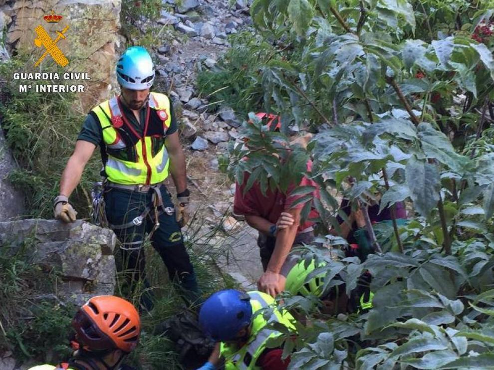 Fallece una montañera tras una caída de 15 metros en la cresta del Alba