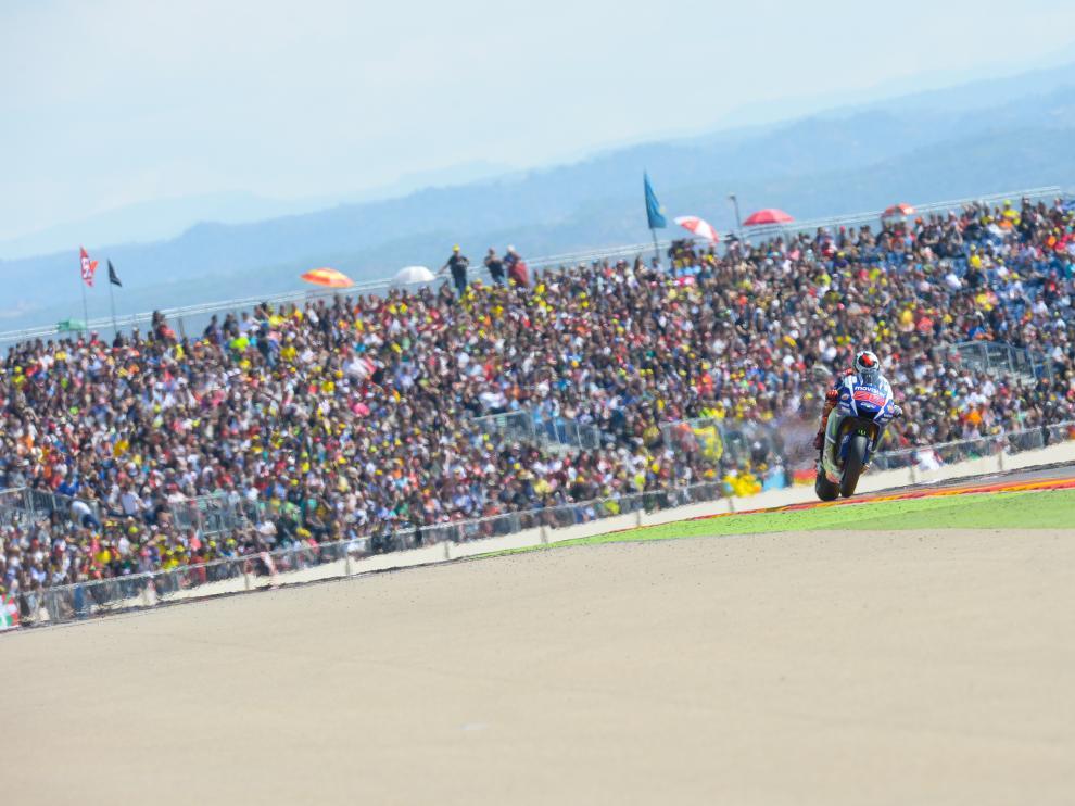 Jorge Lorenzo entra victorioso en la pasada edición del Gran Premio Movistar de Aragón.