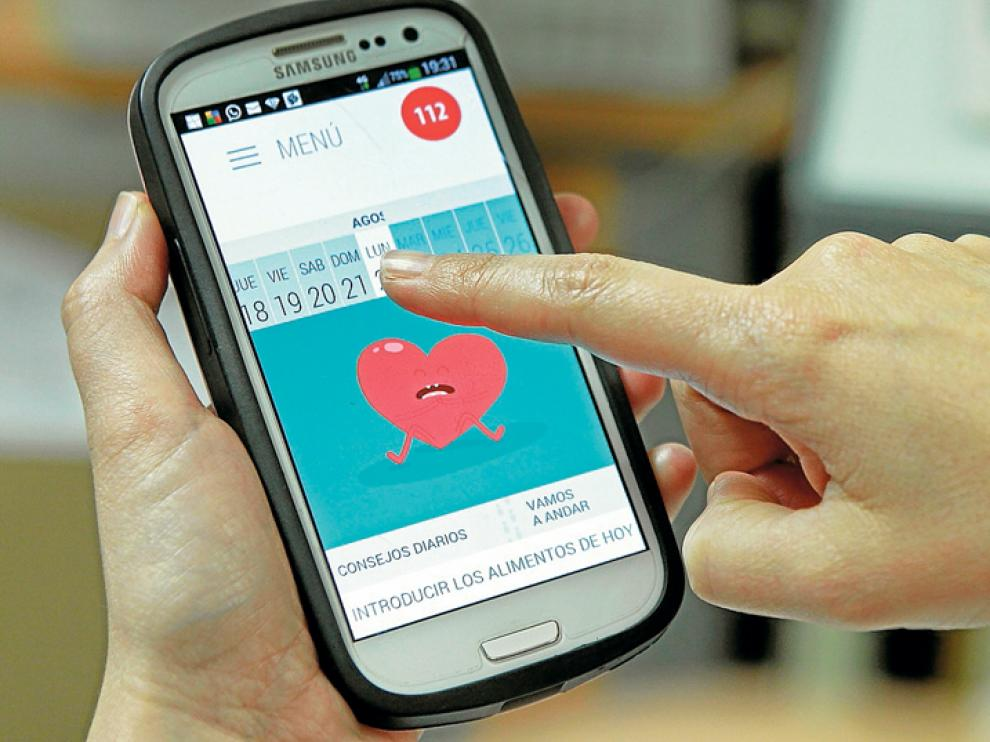 Un usuario de la aplicación 'Soria Corazón' consulta la herramienta.