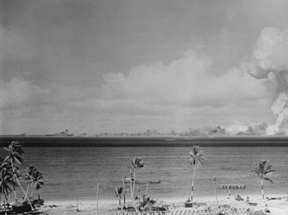 Hongo atómico durante la prueba nuclear Able en el atolón de Bikini en 1946.