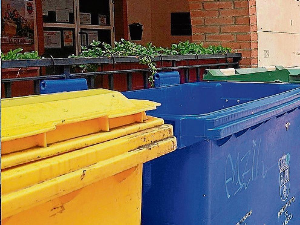 Varios contenedores presentan desperfectos a lo largo del casco urbano.