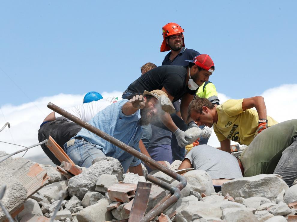 Labores de rescate en las zonas afectadas por el terremoto.